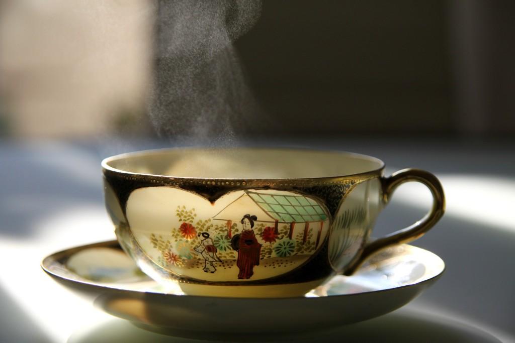 Asiatische Teetasse mit Tee