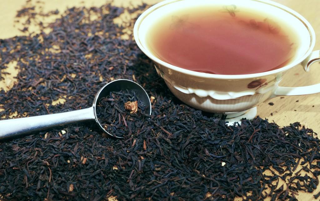 Tee Mischung mit Teetasse und Teeei