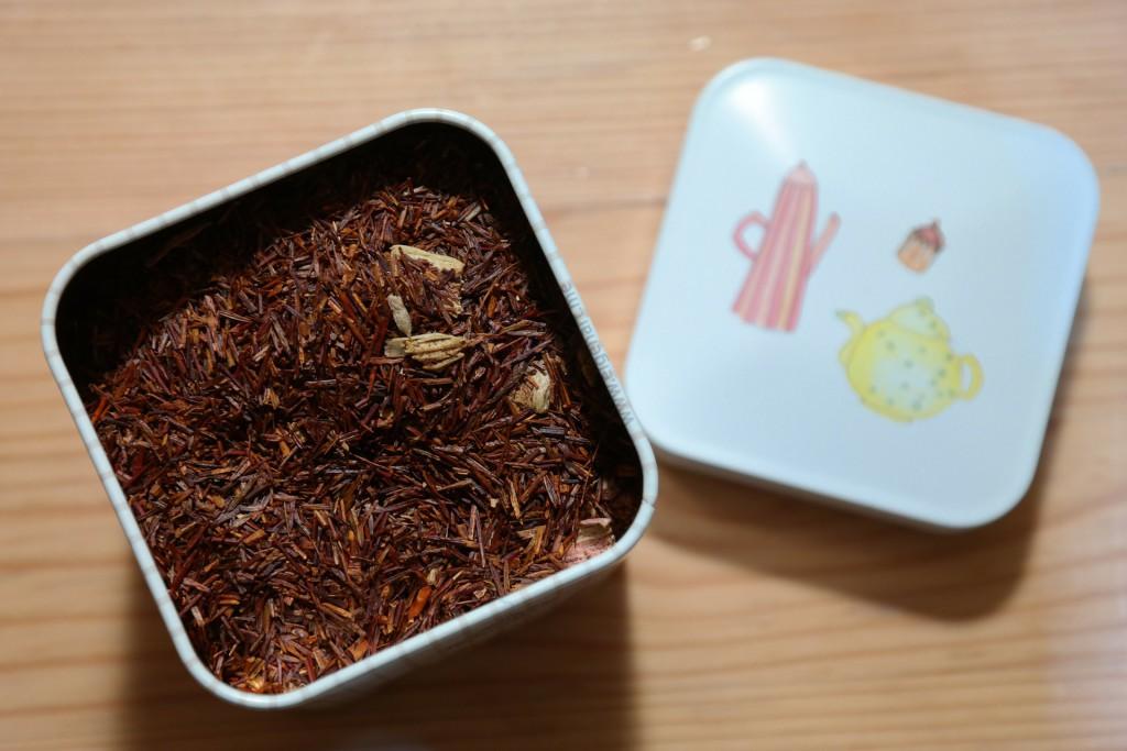 Rooibos Tee in einer Metalldose