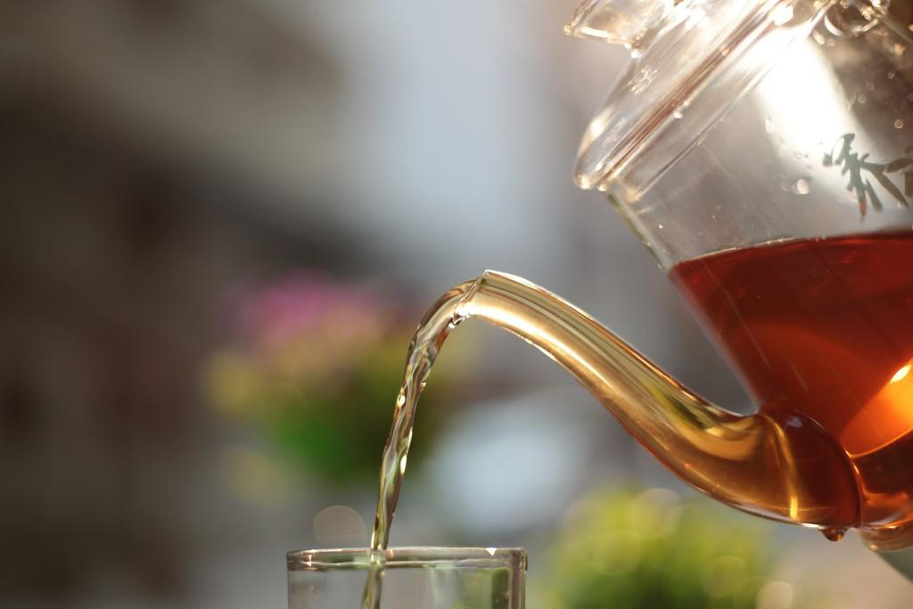 Teekanne mit Assam Tee
