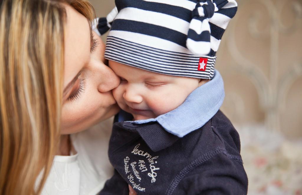 Baby mit ihrer Mutter