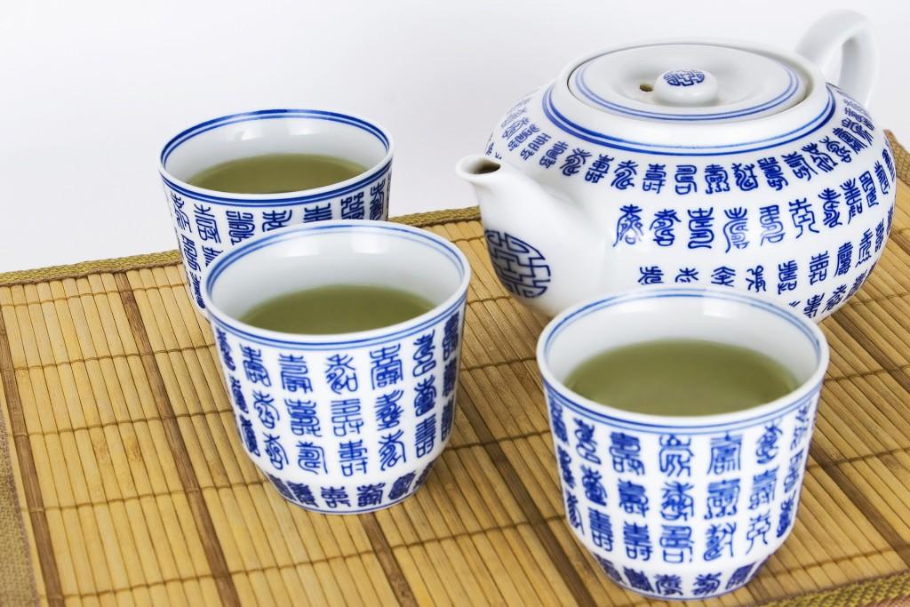 Detox Tee Mischung in chinesischem Teeservice