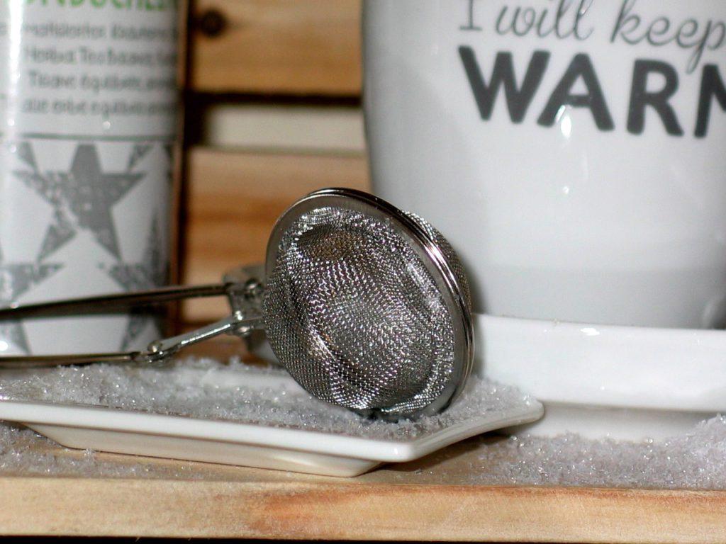 Feinmaschiger Teesieb zum öffnen für Tassen und Kannen